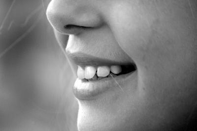 Zähne mit Ultraschall reinigen